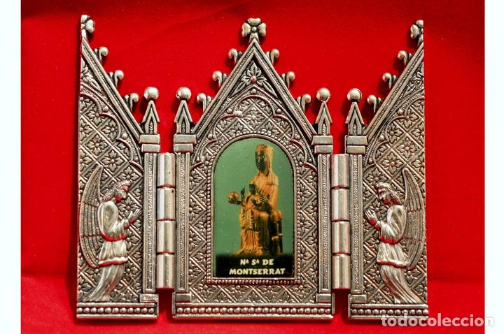CAPILLA PORTA PAZ TRIPTICO METALICO VIRGEN DE MONTSERRAT MORENETA (Antigüedades - Religiosas - Ornamentos Antiguos)