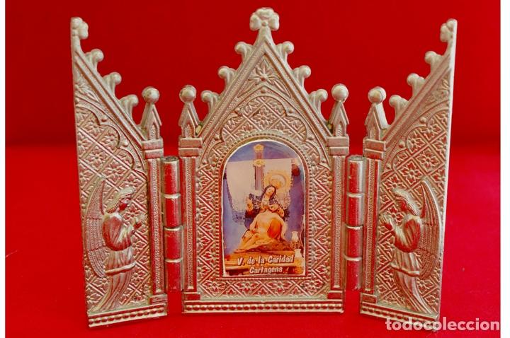 Antigüedades: CAPILLA PORTA PAZ TRIPTICO METALICO CAPILLA VIRGEN DEL LA CARIDAD CARTAGENA - Foto 2 - 57020024