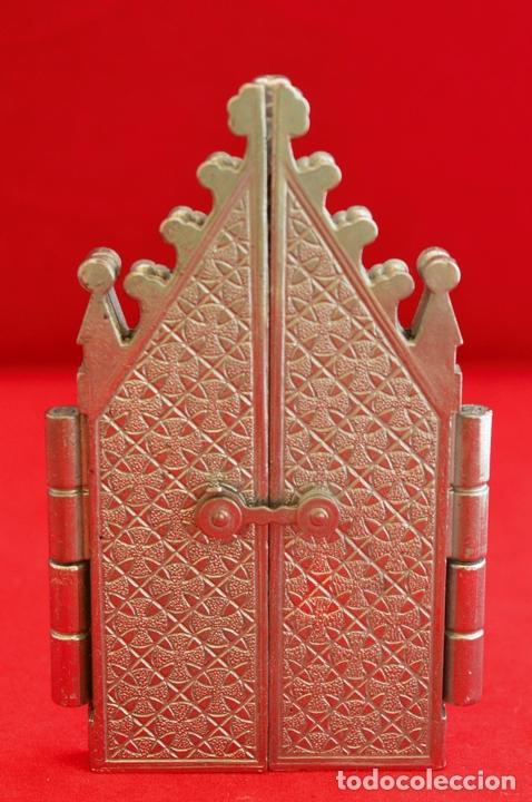 Antigüedades: CAPILLA PORTA PAZ TRIPTICO METALICO CAPILLA VIRGEN DEL LA CARIDAD CARTAGENA - Foto 4 - 57020024