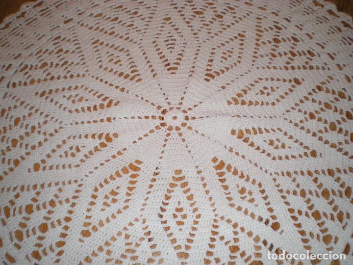 Antigüedades: PRECIOSO TAPETE DE GANCHILLO O CROCHET - Foto 4 - 116726139