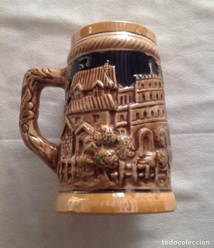 JARRA DE CERAMICA CON RELIEVE JAPONESA (Antigüedades - Porcelana y Cerámica - Japón)