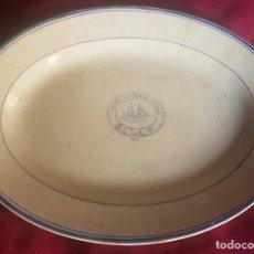 Antigüedades: IMPORTANTE BANDEJA CON INSIGNIA DE YBARRA FABRICADA POR LA CARTUJA DE SEVILLA. Lote 116783879