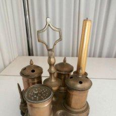 Antigüedades: ANTIGUA ESCRIBANIA DE BRONCE Y BASE DE MADERA. Lote 116809747