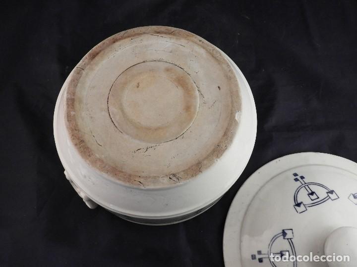 Antigüedades: BONITA SOPERA DE LOZA ANTIGUA DECORADA CON ESTRIBOS Y ESPUELAS - Foto 7 - 116817031
