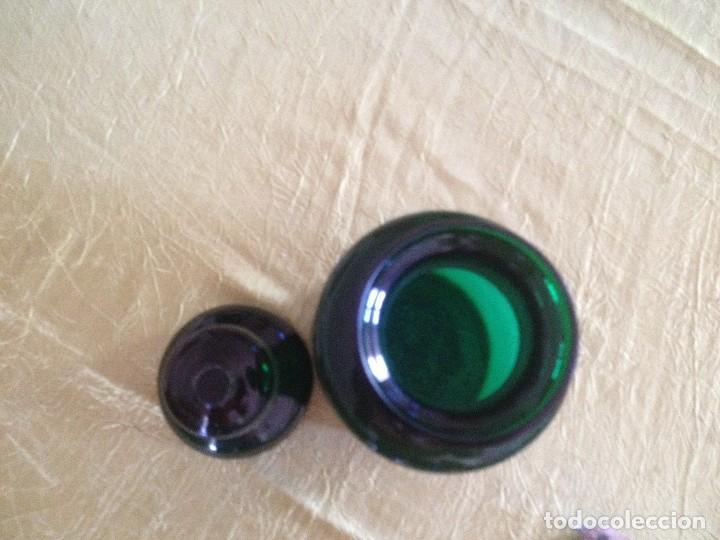 Antigüedades: tarro de cristal con tapa ,color verde botella de farmacia antiguo - Foto 4 - 116823319