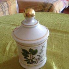 Antigüedades: TARRO DE FARMACIA DE PORCELANA MARCA LAGENTHAL. Lote 116823803