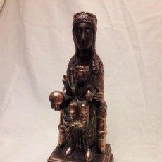 Antigüedades: ESTATUA DE SANTA MARÍA DE MONTSERRAT EN METAL COLOR COBRE. Lote 116876175