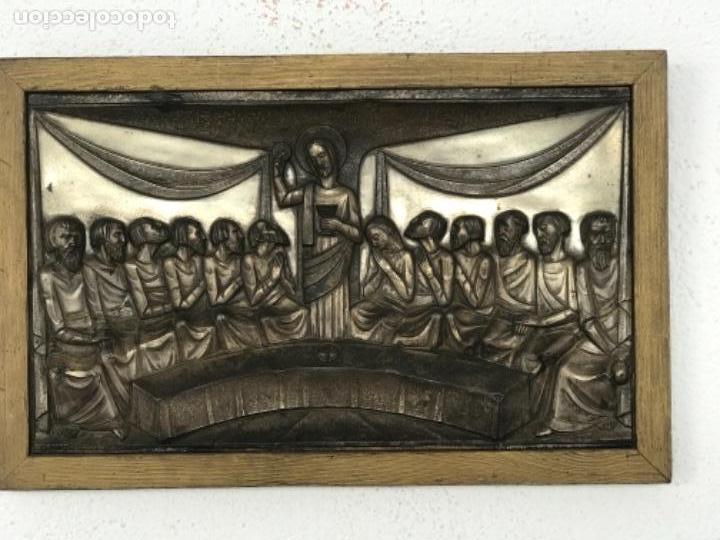SANTA CENA EN RELIEVE, METAL PLATEADO. ART DECO. (Antigüedades - Religiosas - Varios)