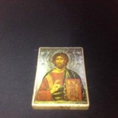 Antigüedades: ES UN ICONO CON LAMINA PEGADA EN MADERA JUSUCRISTO CON BIBLIA . Lote 116902287