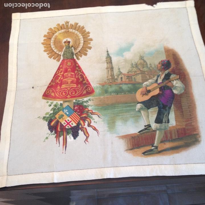ANTIGUO Y ORIGINAL PAÑUELO EN SEDA PINTADA -VIRGEN DEL PILAR CON BANDERA REPÚBLICANA- VER FOTOS - (Antigüedades - Religiosas - Varios)