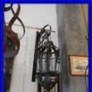 Antigüedades: FAROL DE PARED METALICO PARA VELA MUY DECORATIVO. Lote 116930927
