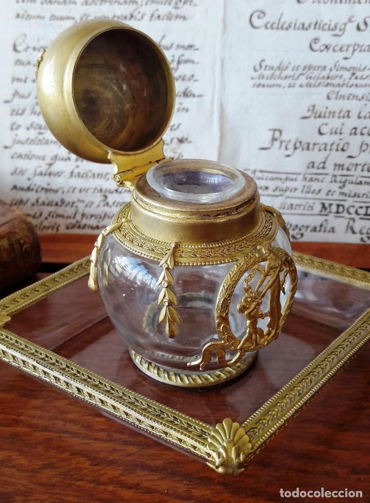 Antigüedades: Tintero antíguo de cristal y bronce dorado con bandejita a juego - Foto 4 - 116936899
