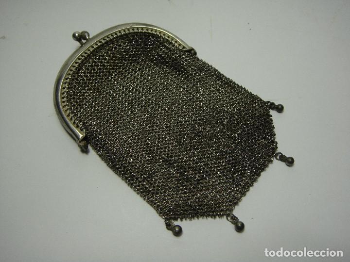 Antigüedades: Antiguo Bolso Monedero de Malla. Plata .800 mls (con contrastes). Con 2 compartimentos. - Foto 2 - 116950231