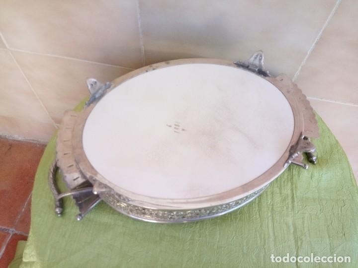 Antigüedades: exquisito centro de mesa de metal plateado con fondo de porcelana decorado con frutas.marcado en bas - Foto 7 - 116968683