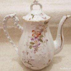 Antigüedades: ANTIGUA CAFETERA PORCELANA DE LIMOGES. Lote 116983471