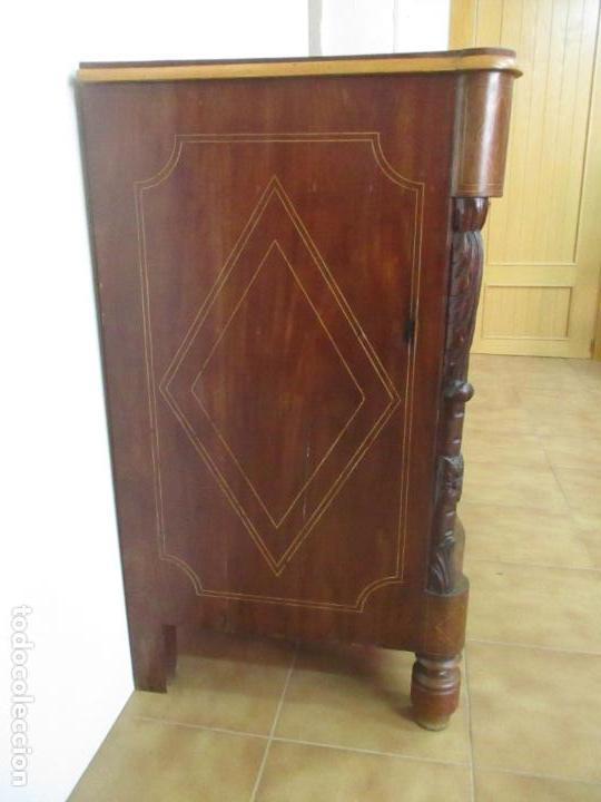 Antigüedades: Cómoda Isabelina - Madera de Caoba - Marquetería - con finas Tallas - S. XIX - Foto 18 - 116993451