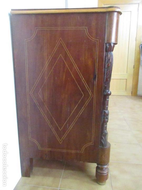 Antigüedades: Cómoda Isabelina - Madera de Caoba - Marquetería - con finas Tallas - S. XIX - Foto 20 - 116993451