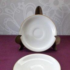 Antigüedades: 2 PLATOS CAFE BLANCOS SANTA CLARA-VIGO. Lote 116994903