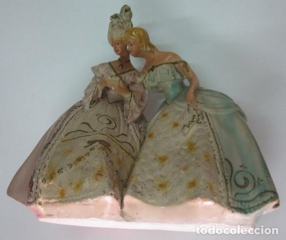 Antigüedades: FIGURA MODERNISTA - DOS DAMAS DECIOCHESCAS - Foto 6 - 117030343