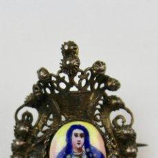 Antigüedades: JOY- 923. BROCHE DE METAL DORADO CON IMAGEN DE LA VIRGEN ESMALTADA. FINALES S .XIX.. Lote 117037863
