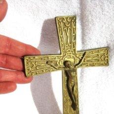 Antigüedades: CRISTO EN BRONCE MACIZO CON CRUZ DE BRONCE 20 X 12 CMS.. Lote 117038975