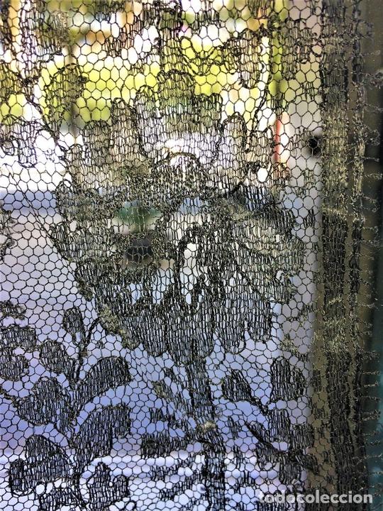 Antigüedades: MANTILLA. BORDADO SEMIMANUAL SOBRE TUL. SEDA O VISCOSA. ESPAÑA. CIRCA 1950 - Foto 8 - 117041915
