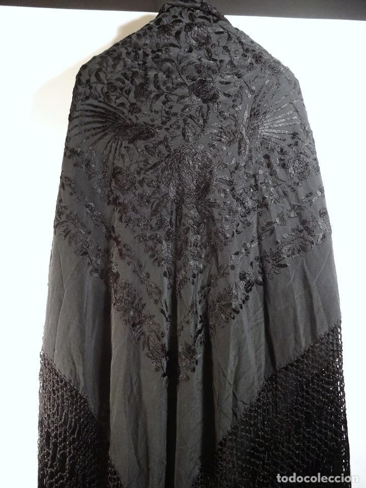 Antigüedades: Mantón negro bordado - Foto 2 - 117052647