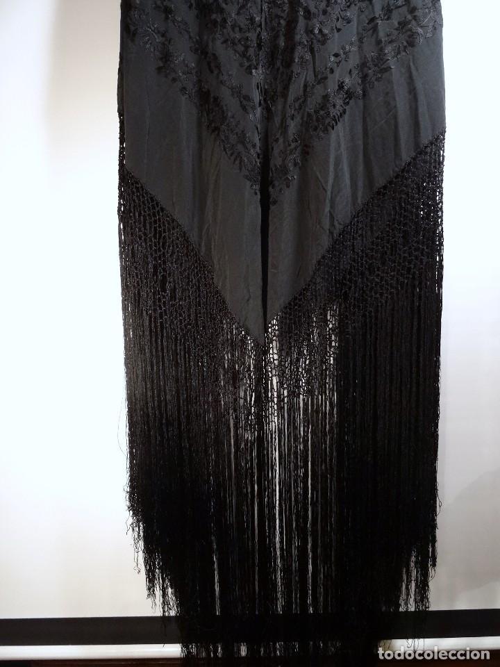 Antigüedades: Mantón negro bordado - Foto 3 - 117052647