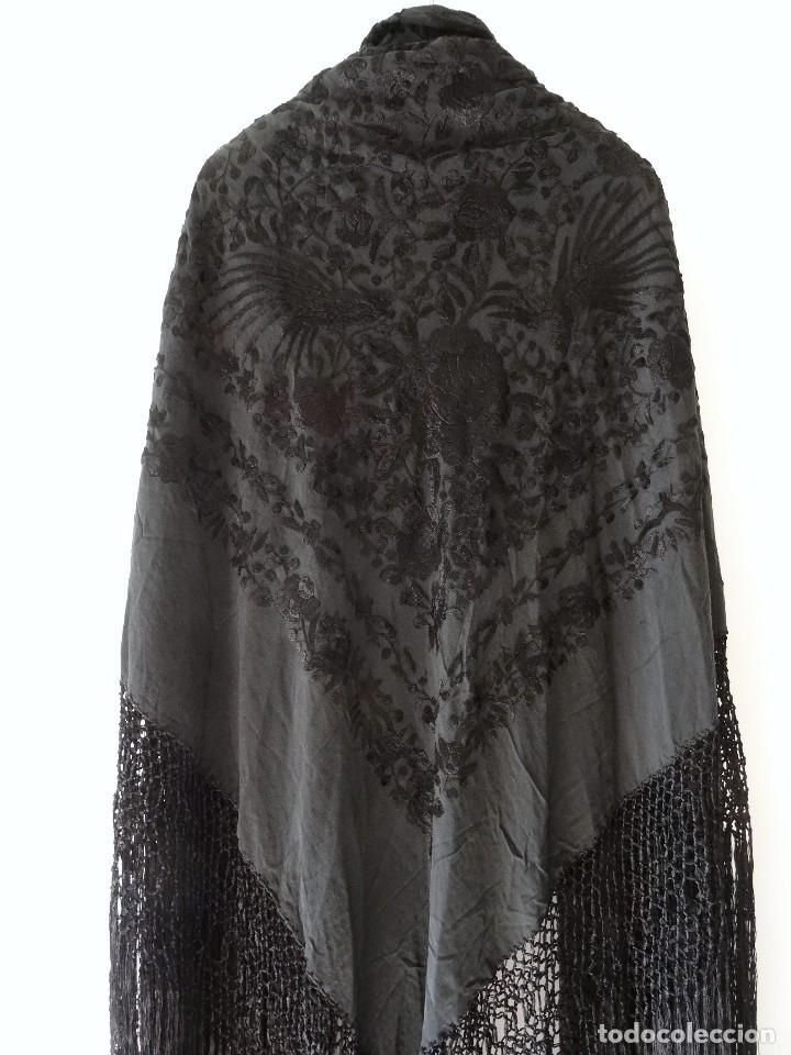 Antigüedades: Mantón negro bordado - Foto 12 - 117052647