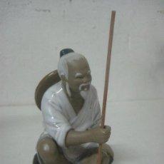 Antigüedades: PRECIOSA FIGURA DE UN ABUELO EN PORCELANA CHINA FIRMADA EN BASE POR EL CERAMISTA JAN JIAH, AÑOS 20. Lote 117063655