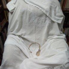 Antigüedades: *COLCHA MODERNISTA BORDADA A MANO.1,75M+2 VOLANTES DE 40 CM. (RF:311/A*. Lote 135868787
