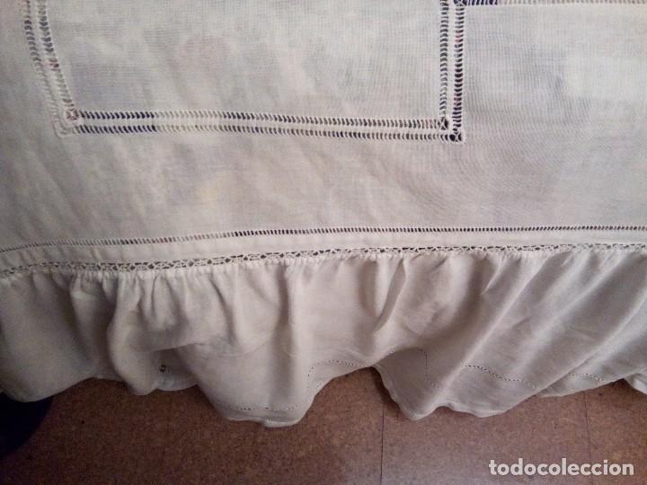 Antigüedades: *COLCHA MODERNISTA BORDADA A MANO.1,75M+2 VOLANTES DE 40 CM. (RF:311/a* - Foto 10 - 135868787