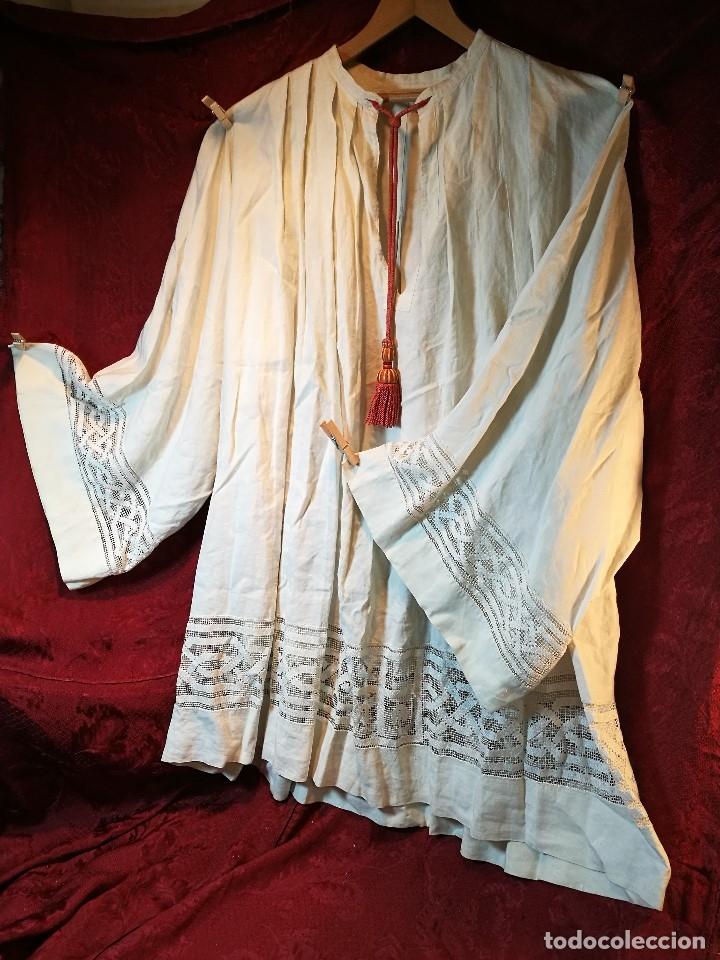 Antigüedades: ROQUETE SOBREPELLIZ. ROPA DE SACERDOTE..LINO-ALGODON PLISADO Y ENCAJE CON BORLA CUELLO - Foto 4 - 117070627