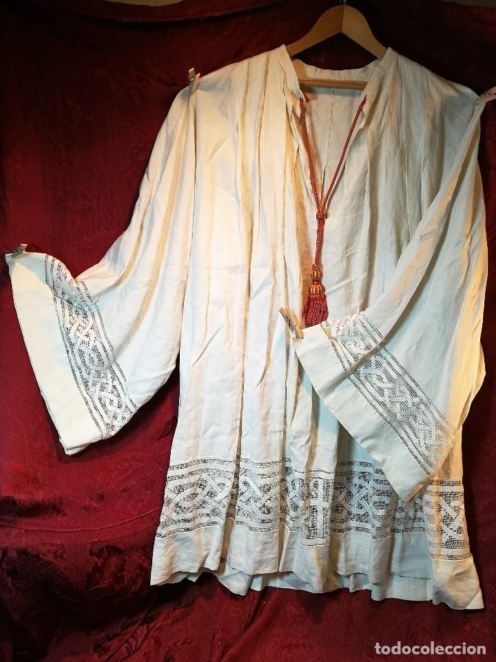Antigüedades: ROQUETE SOBREPELLIZ. ROPA DE SACERDOTE..LINO-ALGODON PLISADO Y ENCAJE CON BORLA CUELLO - Foto 19 - 117070627