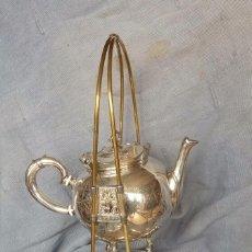 Antigüedades: SAMOVAR DE METAL Y BAÑADO EN PLATA. Lote 182430866