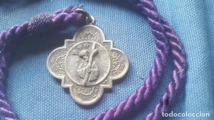 SEMANA SANTA SEVILLA - MEDALLA CON CORDON DE LA HDAD DEL GRAN PODER (Antigüedades - Religiosas - Medallas Antiguas)