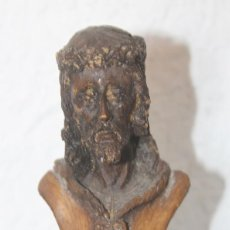 Antigüedades: ESCULTURA BUSTO SOBRE PEDESTAL POSIBLEMENTE CRISTO EL CAUTIVO DE MALAGA FIRMADO RAÚL 2004. Lote 222298035