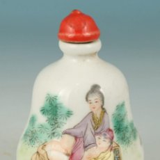 Antigüedades: BOTELLITA DE PORCELANA JAPONESA, PINTADA A MANO CON DIBUJO EROTICO, SELLO, SIGLO 19. Lote 117202351