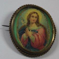 Antigüedades: JOY- 938. BROCHE DE BRONCE, CON IMAGEN SERIGRAFIADA DE LA VIRGEN.. Lote 117214751