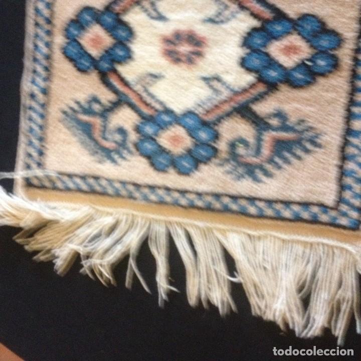 Antigüedades: pequeña alfombra persa tonos blanco ,azules, negros y rojizos - Foto 3 - 117262859