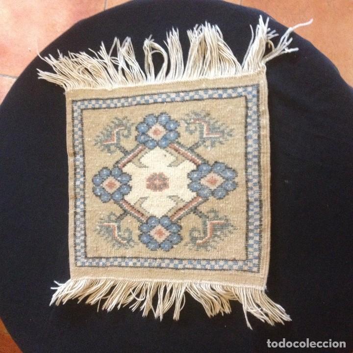 Antigüedades: pequeña alfombra persa tonos blanco ,azules, negros y rojizos - Foto 5 - 117262859