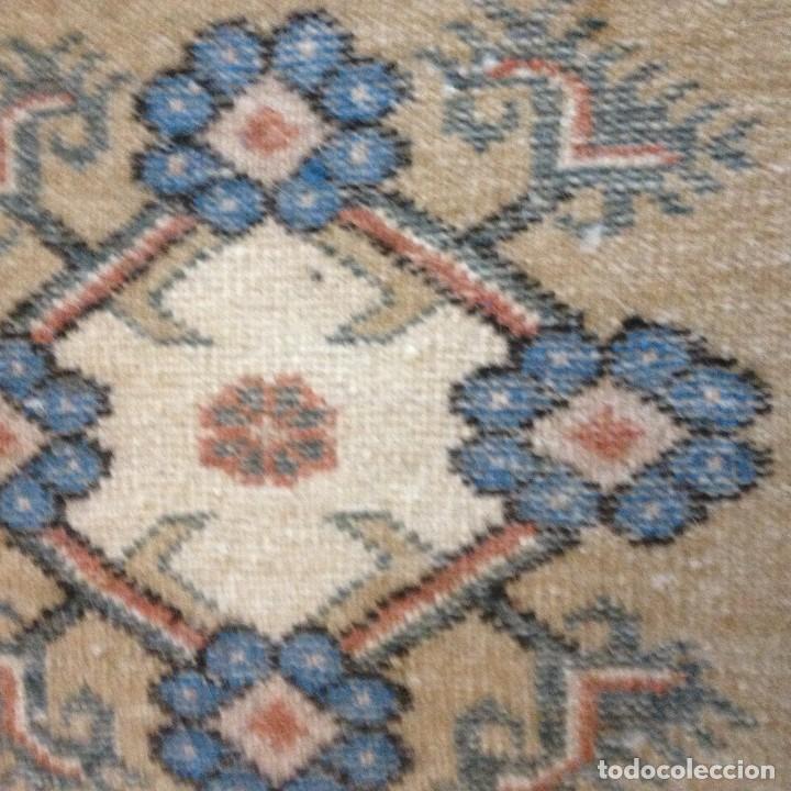 Antigüedades: pequeña alfombra persa tonos blanco ,azules, negros y rojizos - Foto 6 - 117262859