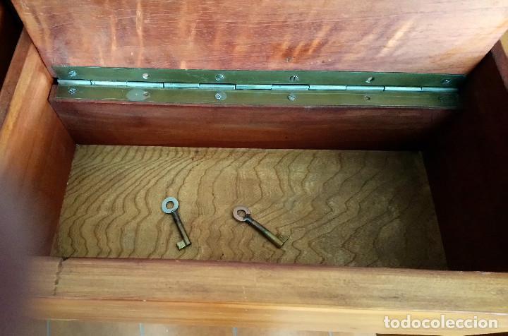 Antigüedades: Fabulosa mesa de despacho Art Decó de Caoba y Palisandro. - Foto 14 - 117272555