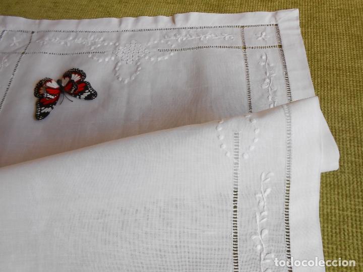 Antigüedades: Precioso tapete lino blanco. Bordado a mano 40 x 60 cm Blanco - Foto 10 - 117276659