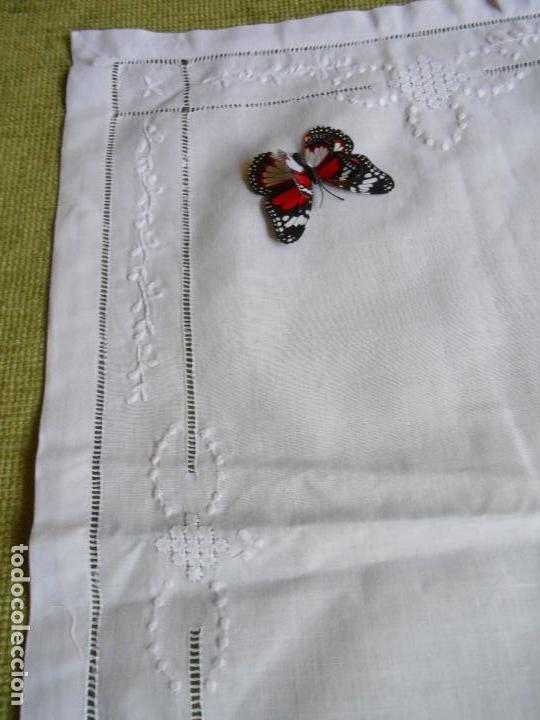 Antigüedades: Precioso tapete lino blanco. Bordado a mano 40 x 60 cm Blanco - Foto 15 - 117276659