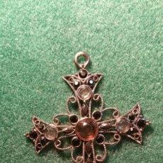 Antigüedades: PRECIOSO CRUCIFIJO DE METAL Y PEDRERIA. Lote 117316551