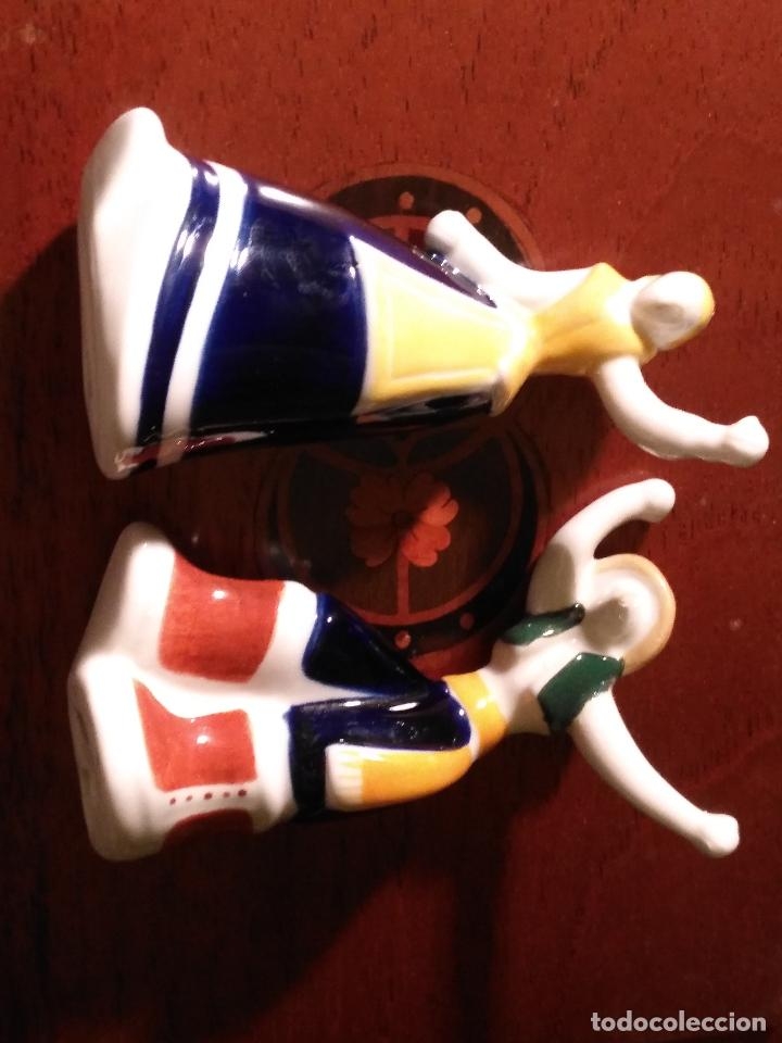 Antigüedades: pareja gallegos bailando ceramica luarada simil sargadelos porcelana galicia - diseño gallego 2014 - Foto 8 - 117322811
