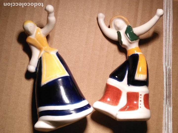 Antigüedades: pareja gallegos bailando ceramica luarada simil sargadelos porcelana galicia - diseño gallego 2014 - Foto 12 - 117322811