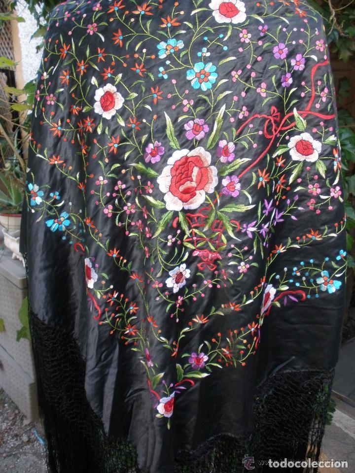 Antigüedades: mantón de maníla raso bordado - Foto 2 - 117336879