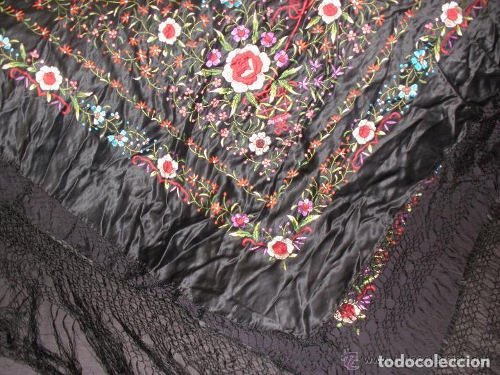 Antigüedades: mantón de maníla raso bordado - Foto 5 - 117336879